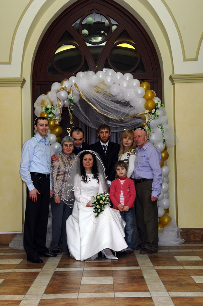 darya mordinson family at Darya's wedding